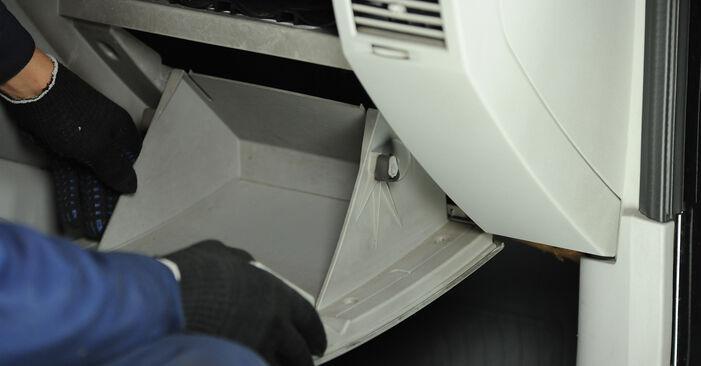 Innenraumfilter Ihres Dodge Caliber SRT4 2.0 CRD 2014 selbst Wechsel - Gratis Tutorial