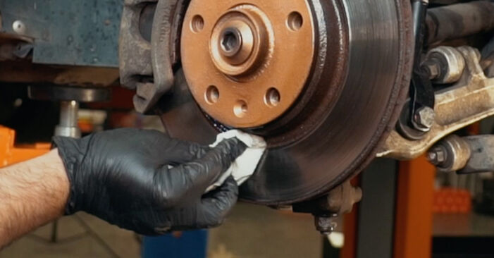 How to change Wheel Bearing on AUDI A4 Saloon (8D2, B5) 1998 - tips and tricks