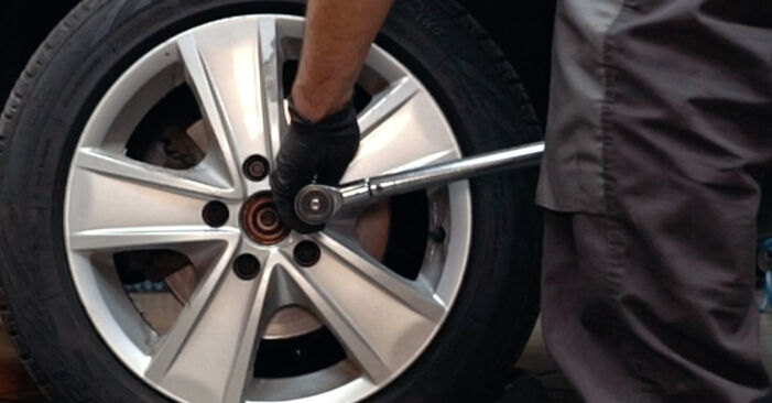 How to replace AUDI A4 Saloon (8D2, B5) 1.6 1995 Wheel Bearing - step-by-step manuals and video guides