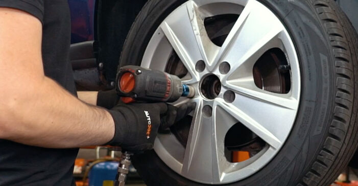 Changing Wheel Bearing on AUDI A4 Saloon (8D2, B5) 1.8 T 1997 by yourself