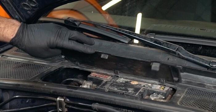 Wie Thermostat AUDI A4 Limousine (8D2, B5) 1.9 TDI 1995 austauschen - Schrittweise Handbücher und Videoanleitungen