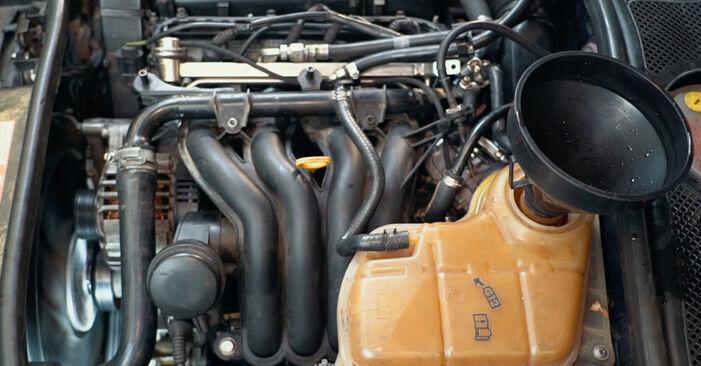 Thermostat Audi A4 B5 1.8 1996 wechseln: Kostenlose Reparaturhandbücher