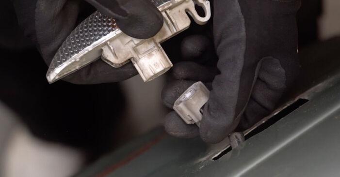 Blinker Toyota Yaris P1 1.3 (SCP12_) 2001 wechseln: Kostenlose Reparaturhandbücher
