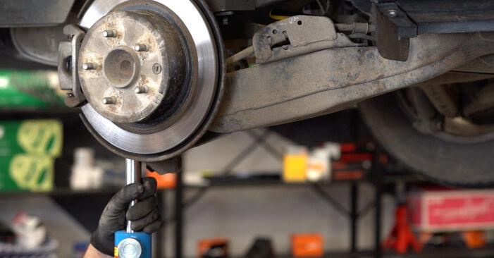 Mennyire nehéz önállóan elvégezni: Nissan Qashqai j10 2.0 Allrad 2012 Rugózás cseréje - töltse le az ábrákat tartalmazó útmutatót