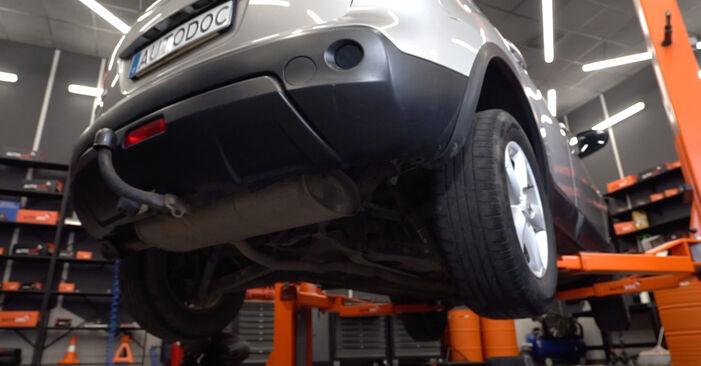 Nissan Qashqai j10 2.0 dCi Allrad 2008 Rugózás cseréje: ingyenes szervizelési útmutatók
