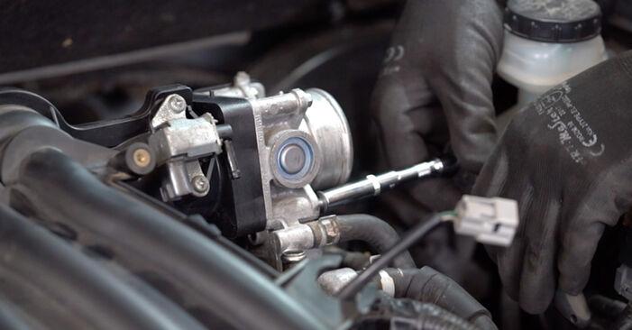 Nissan Qashqai j10 2.0 dCi Allrad 2008 Spark Plug replacement: free workshop manuals