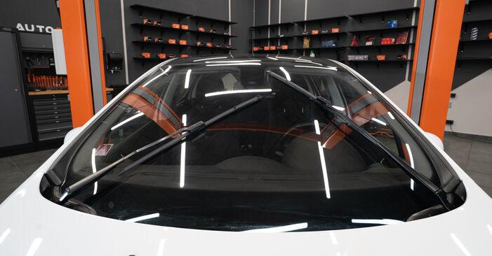 Så byter du PEUGEOT 308 I Hatchback (4A_, 4C_) 1.6 HDi 2008 Torkarblad – manualer och videoguider att följa steg för steg