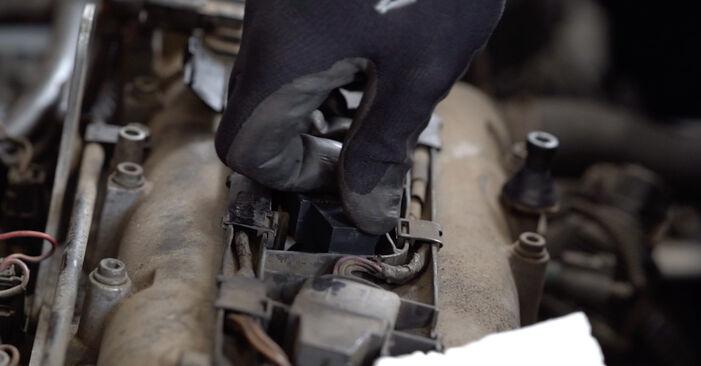 Hur byta Tändspole på VW Caddy 3 2004 – gratis PDF- och videomanualer