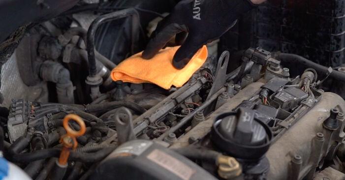 VW CADDY 2011 Uždegimo žvakė išsami keitimo instrukcija