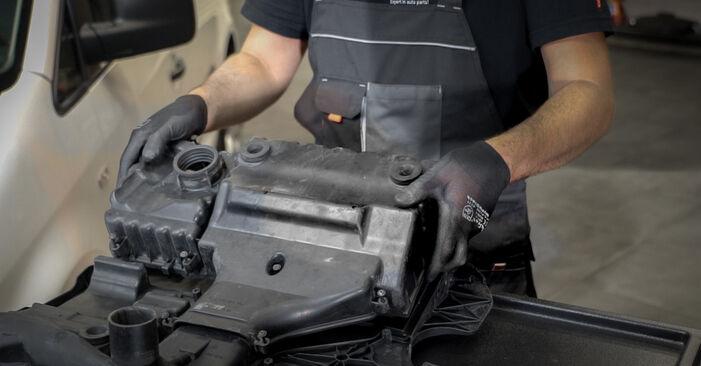 Luftfilter am VW Caddy III Kombi (2KB, 2KJ, 2CB, 2CJ) 2.0 TDI 2009 wechseln – Laden Sie sich PDF-Handbücher und Videoanleitungen herunter