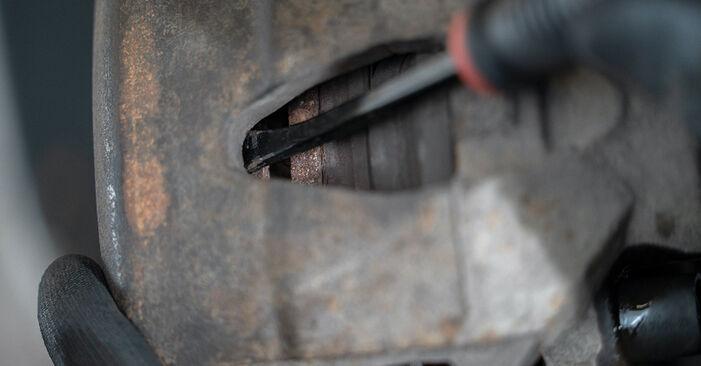 Reemplace Pinzas de Freno en un VW Caddy 3 2014 1.9 TDI usted mismo