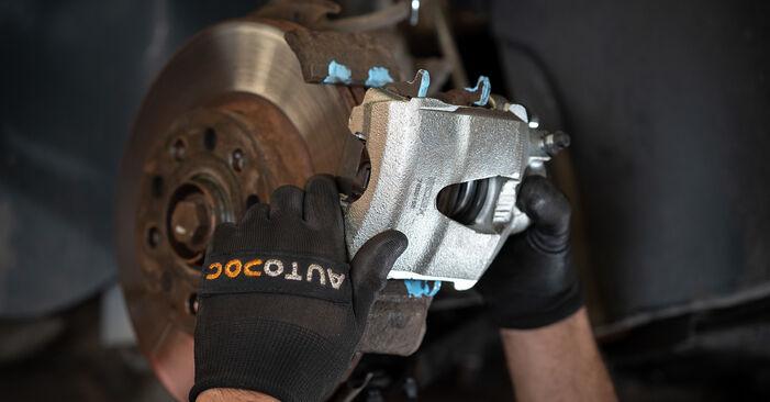 Sustitución de Pinzas de Freno en un VW Caddy 3 1.6 TDI 2006: manuales de taller gratuitos