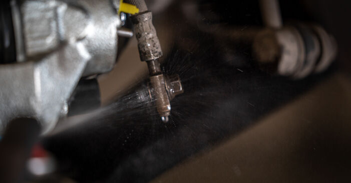 Cómo reemplazar Pinzas de Freno en un VW Caddy III Familiar (2KB, 2KJ, 2CB, 2CJ) 2009: descargue manuales en PDF e instrucciones en video