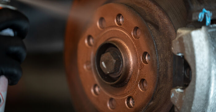 Cambio Pinzas de Freno en VW Caddy 3 2012 no será un problema si sigue esta guía ilustrada paso a paso