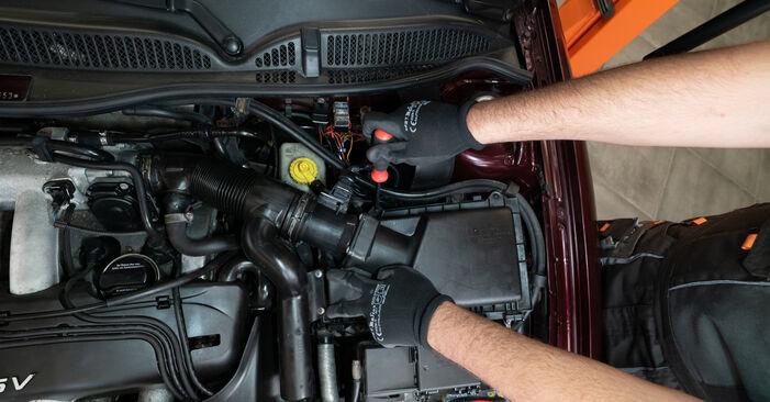 Luftfilter Audi A3 8L 1.6 1998 wechseln: Kostenlose Reparaturhandbücher