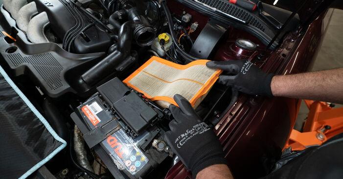Luftfilter am AUDI A3 Schrägheck (8L1) S3 1.8 2001 wechseln – Laden Sie sich PDF-Handbücher und Videoanleitungen herunter