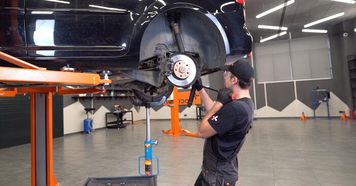 Federn beim VW TOURAN 1.4 TSI 2011 selber erneuern - DIY-Manual
