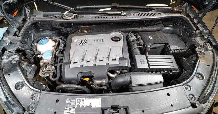 Kaip pakeisti VW TOURAN (1T3) 1.6 TDI 2011 Spyruoklės - išsamios instrukcijos ir vaizdo pamokos