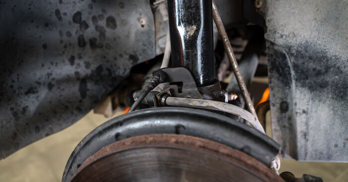 Kaip pakeisti Spyruoklės VW TOURAN (1T3) 2015: atsisiųskite PDF instrukciją ir vaizdo pamokas