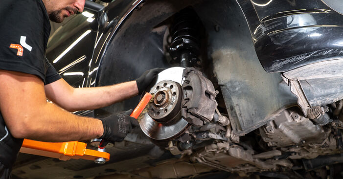 VW TOURAN 2011 Spyruoklės išsami keitimo instrukcija