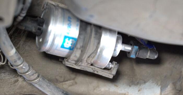 Austauschen Anleitung Kraftstofffilter am Polo 9n 2011 1.4 16V selbst