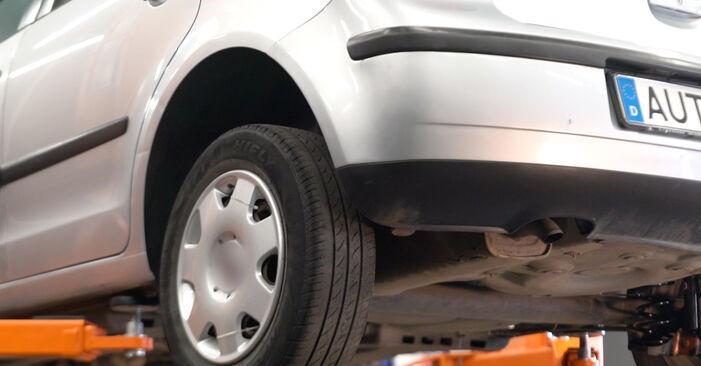Tausch Tutorial Kraftstofffilter am VW POLO (9N_) 2001 wechselt - Tipps und Tricks