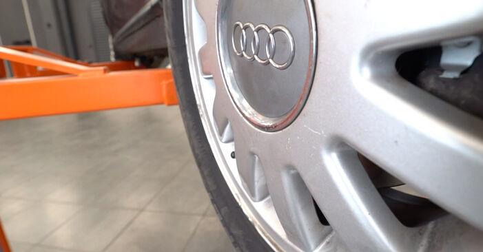 Sustitución de Filtro de Aceite en un Audi A3 8L 1.8 T 1998: manuales de taller gratuitos