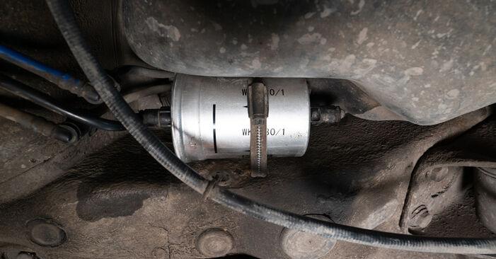 Kraftstofffilter Ihres Audi A3 8L 1.6 1996 selbst Wechsel - Gratis Tutorial