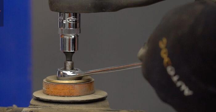 Tausch Tutorial Stoßdämpfer am MINI Schrägheck (R50, R53) 2001 wechselt - Tipps und Tricks