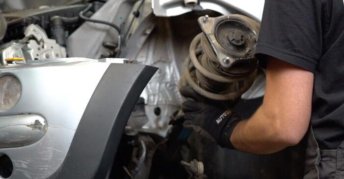 Hvordan bytte MINI Hatchback (R50, R53) 1.6 Cooper S 2003 Fjærer selv – veiledning på nettet