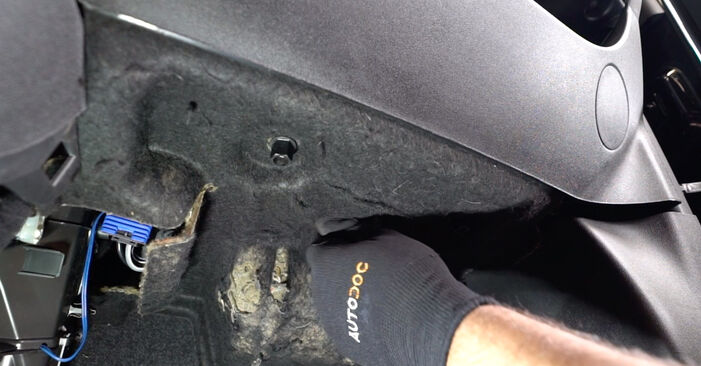 How to remove ABARTH 500 / 595 1.4 (312.AXZ11) 2012 Pollen Filter - online easy-to-follow instructions