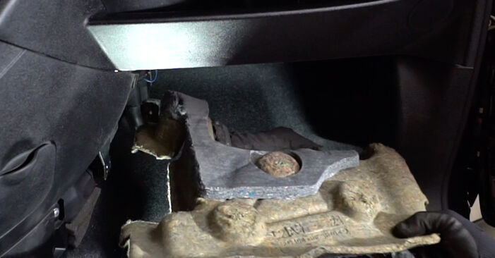 How to replace Pollen Filter on ABARTH 500 / 595 / 695 Hatchback (312_) 2013: download PDF manuals and video instructions