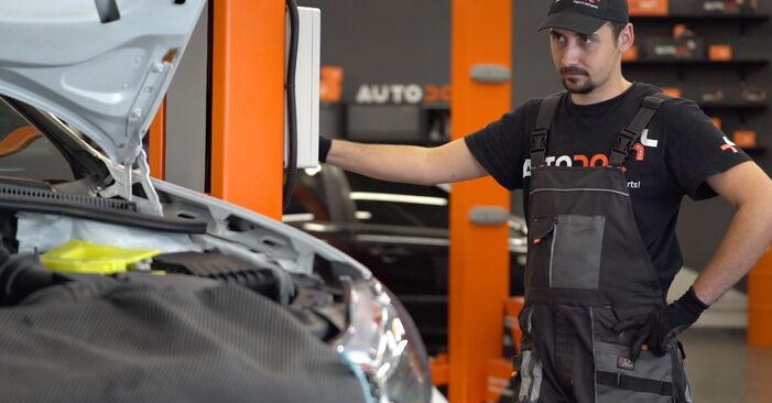 Wechseln Ölfilter am VW GOLF VI (5K1) 2.0 GTi 2011 selber