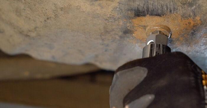 Wie schwer ist es, selbst zu reparieren: Ölfilter Renault Kangoo kc01 1.9 dTi 2003 Tausch - Downloaden Sie sich illustrierte Anleitungen