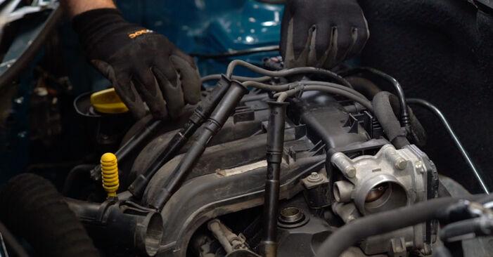 Wie schwer ist es, selbst zu reparieren: Zündkerzen Renault Kangoo KC 1.9 dTi 2003 Tausch - Downloaden Sie sich illustrierte Anleitungen