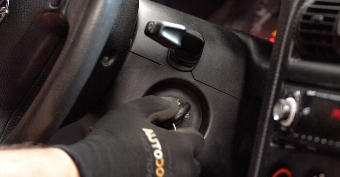 Wie schwer ist es, selbst zu reparieren: Scheibenwischer Opel Astra G CC 2.0 DI (F08, F48) 2004 Tausch - Downloaden Sie sich illustrierte Anleitungen
