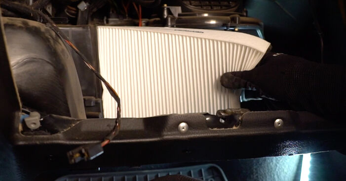 OPEL ASTRA 1.6 16V (F08, F48) Innenraumfilter ersetzen: Tutorials und Video-Wegleitungen online