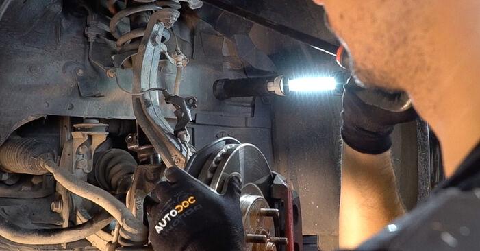 Schrittweise Anleitung zum eigenhändigen Ersatz von Opel Astra g f48 1999 1.7 DTI 16V (F08, F48) Innenraumfilter