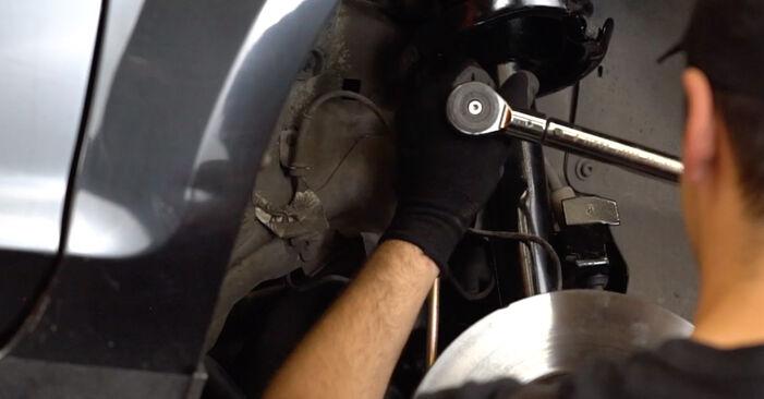 Kaip pakeisti FORD Focus II Sedanas (DB_, FCH, DH) 2005 Pasukimo trauklė - patarimai ir gudrybės
