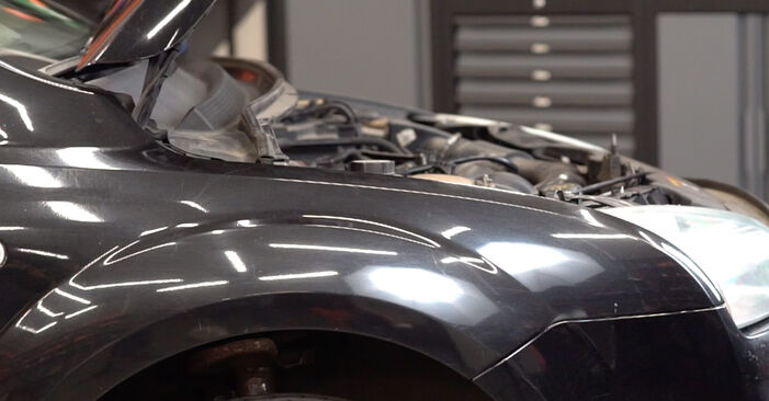 Kaip pakeisti Amortizatorius la Ford Focus mk2 Sedanas 2003 - nemokamos PDF ir vaizdo pamokos