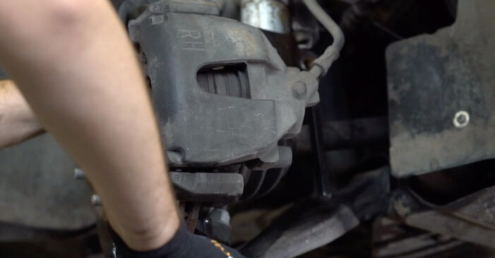 Stoßdämpfer beim FORD FOCUS 1.8 2012 selber erneuern - DIY-Manual
