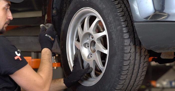 Wie schwer ist es, selbst zu reparieren: Stoßdämpfer Ford Focus mk2 Limousine 1.4 2011 Tausch - Downloaden Sie sich illustrierte Anleitungen