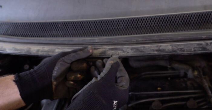 Ford Focus mk2 Sedanas 2003 1.6 TDCi Amortizatorius keitimas savarankiškai