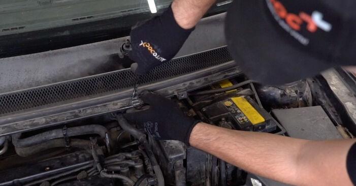 Ar sudėtinga pasidaryti pačiam: Ford Focus mk2 Sedanas 1.4 2004 Amortizatorius keitimas - atsisiųskite iliustruotą instrukciją