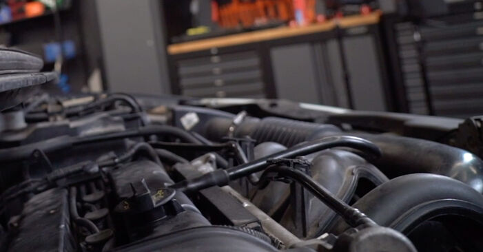 Bytte Focus II Sedan (DB_, FCH, DH) 1.6 Ti 2004 Tennplugger – gjør det selv med vår veiledning