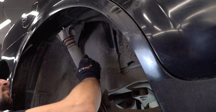 Austauschen Anleitung Stoßdämpfer am Ford Focus mk2 Limousine 2015 1.6 TDCi selbst