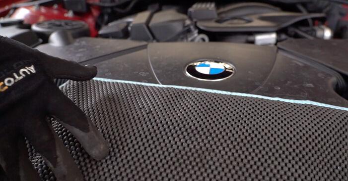 Wechseln Innenraumfilter am BMW 3 Cabrio (E46) 318Ci 2.0 2003 selber