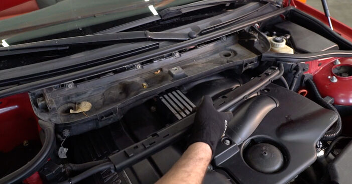 Innenraumfilter beim BMW 3 SERIES 330Cd 3.0 2007 selber erneuern - DIY-Manual