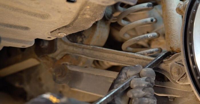 Stoßdämpfer beim BMW 3 SERIES 320d 2.0 2011 selber erneuern - DIY-Manual