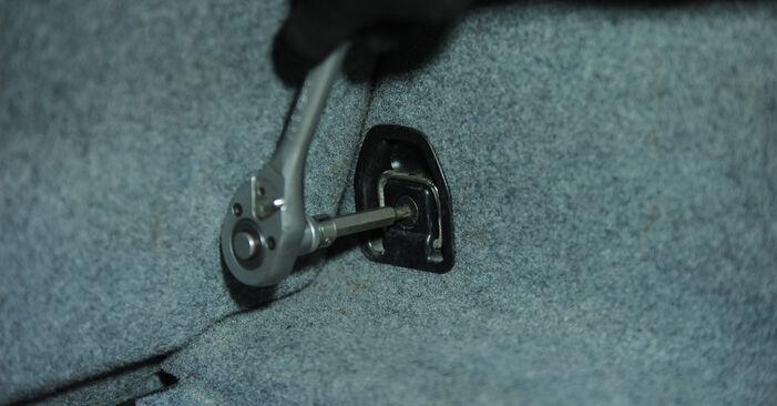Wie Stoßdämpfer BMW 3 Limousine (E90) 320i 2.0 2005 austauschen - Schrittweise Handbücher und Videoanleitungen